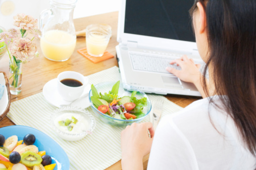 healthy-food-laptop
