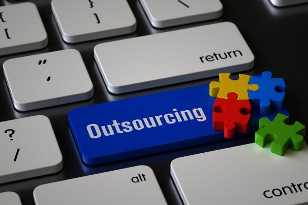 outsourcing to freelanceres